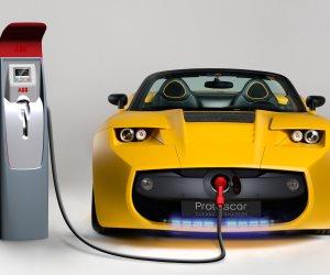 فى ظل ارتباك العرض والطلب.. هل تضبط السيارات الكهربائية سعر برميل النفط؟