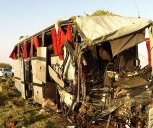 مصرع 2 وإصابة 2 في حادث تصادم بين 3 سيارات وأتوبيس على طريق سوهاج البحر الأحمر