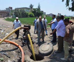مساعد محافظ كفر الشيخ يعاين مشاكل الصرف الصحي في قرية أريمون