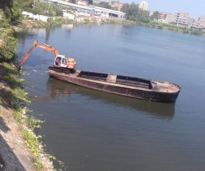 حملة لإزالة ورد النيل والتحاويط من فرع رشيد بفوه كفر الشيخ (صور )