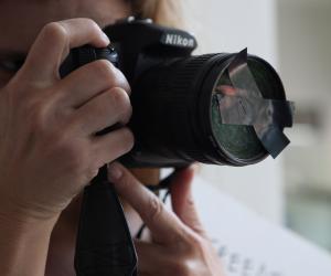 ضبط طالب ثانوي بسوهاج لتصوير 4 مدرسين دون علمهم