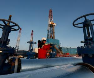 ثورة 30 يونيه «وش الخير» على البترول .. 79 اتفاقية جديدة فى مجال الاستكشاف والتشغيل.. و18 للتنقيب والتطوير.. والاكتفاء الذاتي من الغاز بداية 2018