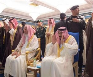 العاهل السعودي يؤدي صلاة الميت على شقيقه عبد الرحمن
