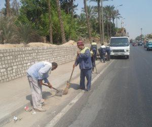 استمرار اعمال النظافة والتجميل بمحيط المدارس بحي شرق سوهاج