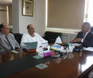 مسئولي الري ناقشوا الطلبات الخاصة بشبكات المياه والصرف مع نائب الشرقية