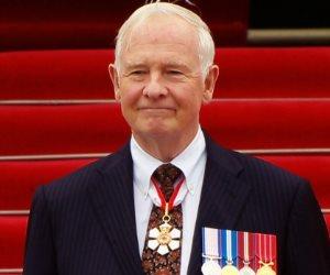ديفيد جونستون: خالفت البروتوكول الملكى بدافع الشهامة