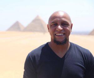 آخرهم روبرتو كارلوس.. نجوم العالم في زيارة للفرعون المصري