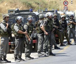 جنود إسرائيليون ومستوطنون يعتدون على نشطاء سلام ومتضامنين جنوب الخليل