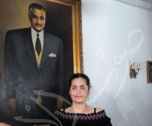محبو جمال عبد الناصر يجبرون سما المصري على خلع حذائها في ضريحه (فيديو وصور)