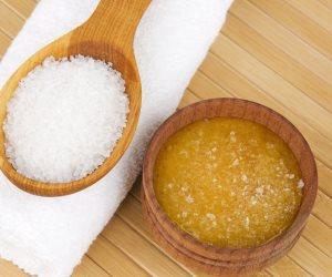 خليط السكر بالحليب أفضل طريقة للتخلص من البقع الداكنة على الرقبة