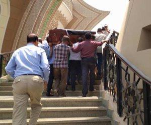 وصول جثمان عمرو سمير ملفوفا بعلم مصر لمسجد الشرطة بأكتوبر (صور)