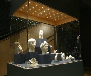 متحف الآثار بمكتبة الإسكندرية يطبق تجربة اللوحات ثنائية الأبعاد للمكفوفين