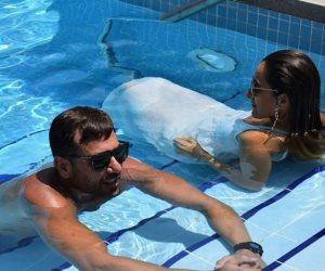 «الخلية» يضع «عز وأمينة خليل» في حمام السباحة