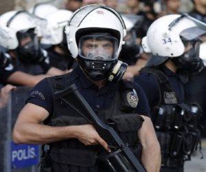 تركيا تفرق مظاهرة للأكراد تطالب بإطلاق سراح برلمانيين وصحفيين معتقلين