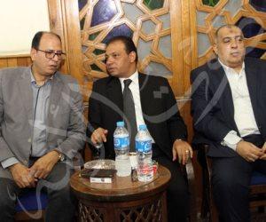 عادل السنهوري ومجدي لاشين وأسامة بهنسي في عزاء خالد رزق (صور)