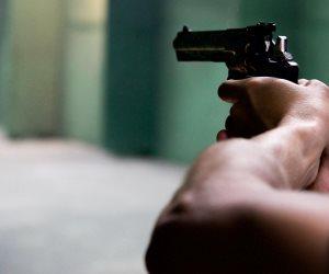 النيابة تعاين مكان إطلاق النار على محل خمور في العمرانية