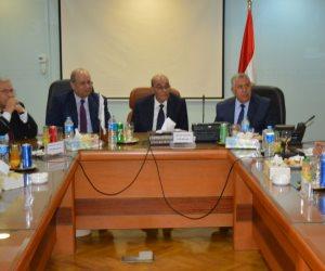 «البنا» يكرم «أبو العزم» خلال اجتماع مجلس إدارة البنك الزراعي المصري