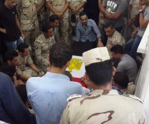 أهالي بورسعيد يستقبلون جثمان الشهيد عمرو السقا (صور)