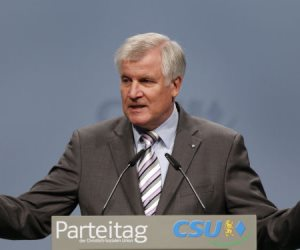وزير الداخلية الألماني يرفض طلب نقابة الخدمات بزيادة الرواتب 6%