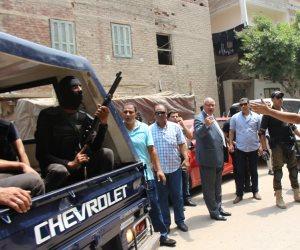 دعارة ومخدرات وأسلحة بيضاء وهاربين من أحكام في حملة أمنية بدمياط الجديدة