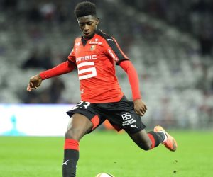مدرب فرنسا يلمح لاقتراب انتقال ديمبلي إلى برشلونة