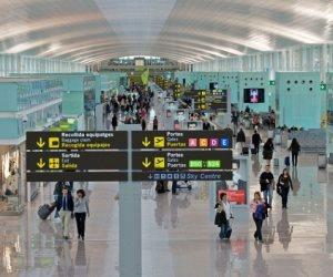 عمال فحص الأمتعة بمطار «إيل برات» بمدينة برشلونة ينظمون إضرابا عن العمل