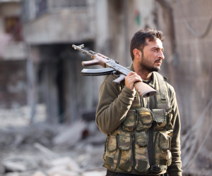 القوات السورية تستعيد السيطرة على مدينة الميادين وتحررها من قبضة داعش