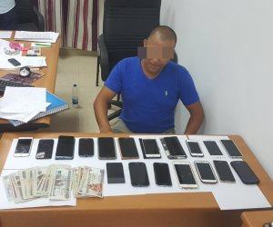 ضبط صاحب شركة استيراد لسرقة 17 هاتفا من السائحين بسفاجا