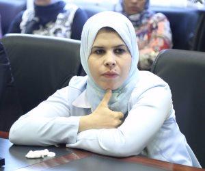 """النائبة منى عبدالعاطي تركت كل مشاكل التعليم ومسكت في """"البناطيل المقطعة"""""""