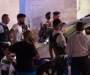 مسلح يعتدي على فرنسيتين بالفأس والشرطة تفرض كردونا أمنيا لملاحقته