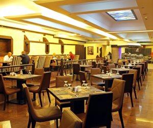 المطاعم السياحية تفتتح أبوابها للجمهور.. و«الغرفة»: لا تهاون مع المخالفين