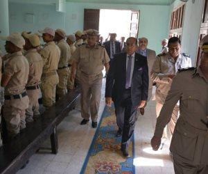 بمناسبة العيد.. محافظ سوهاج يقدم التهنئة لرجال الأمن
