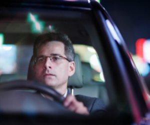 القبض على والد الطفل المتهم بقيادة سيارة معرضاً حياة الغير للخطر بالمقطم