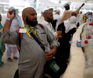 بعد انتهاء مراسم الحج ..ربع مليون حاجا ودعوا النبي (ص) بالمدينة المنورة