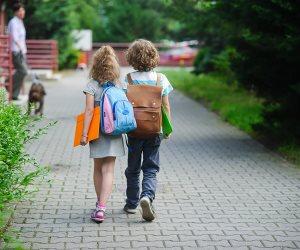 لحماية طفلك في السنوات الدراسية الأولى .. الحوار والتواصل وغرس حاسة الحذر