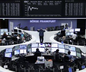 الأسهم الأوروبية تفتح منخفضة مع ارتفاع اليورو