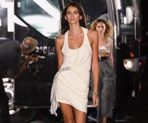 من أكبر عارضة أزياء إلى فردة حذاء جيجي حديد أبرز اللقطات في أسبوع الموضة بنيويورك