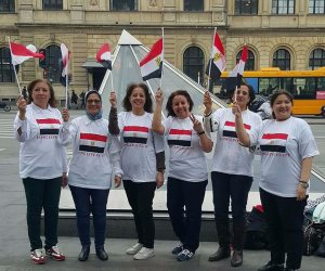 الجالية المصرية تدعم السيسي خلال زيارته لنيويورك بالأعلام والتيشيرتات (صور)
