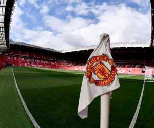 ملعب أولد ترافورد جاهز لمباراة مانشستر يونايتد وإيفرتون (صور)