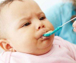 حببي طفلك في الطعام بعشر حيل بسيطة.. تجنب العند وتقديمه بشكل جذاب