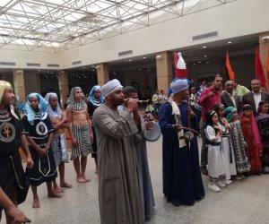 احتفالا بيوم السياحة العالمي.. أطفال الأقصر بالزي الفرعوني للترحيب بالسياح (صور)