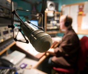 """""""جدول صلاة الجمعة"""" للشبكات الإذاعية يثير غضب المذيعين"""