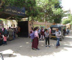 مدرس ثانوي يتهم طالبا بالتعدي عليه وتمزيق ملابسه في سوهاج