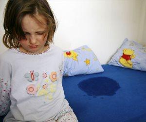 """""""مش كله بالضرب"""".. كيف تعالجين طفلك من مشكلة التبول ليلا؟"""