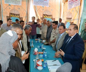 محافظ سوهاج ومدير الأمن يشهدان صلح بين أبناء عمومة بأخميم (صور)