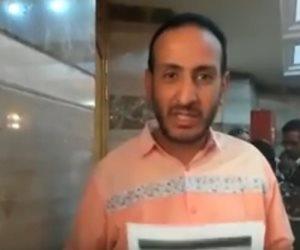 """أول الموقعين على استمارة """"عشان تبنيها"""" لترشيح السيسي: """"الحمل تقيل ربنا يعينه"""" (فيديو)"""