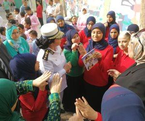 فيها حاجة حلوة.. أمن القاهرة يوزع أدوات مدرسية على طلاب الصم (صور)