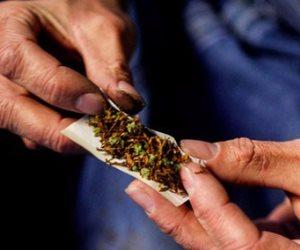 ضبط عجوز وعاطل بحوزتها 9 لفافات لمخدر الهيروين والحشيش بالإسكندرية