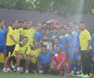 لاعبو الأسيوطي يحتفلون بصعود المنتخب للمونديال مع علي ماهر (صور)