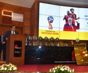 طارق الملا يسلم جوائز دوري قطاع البترول للموسم الرياضي (صور)